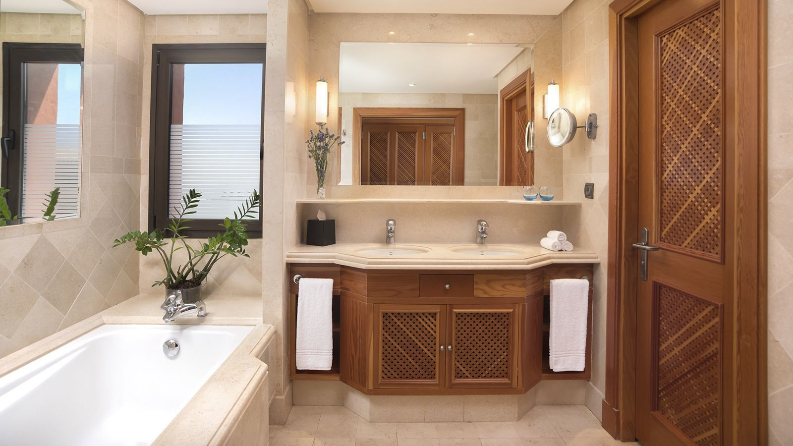 LA CALETA SUITE BATHROOM